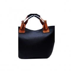 Skórzana torebka do ręki , na ramię. Czarne torebki klasyczne damskie Pracownia6-9, ze skóry. Za 145,00 zł.