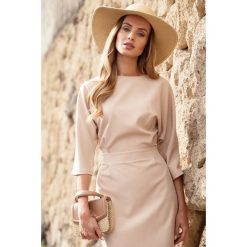 ROSETTA Sukienka odcinana w pasie z zakładkami - beżowa. Brązowe sukienki hiszpanki Moe, dopasowane. Za 179,90 zł.