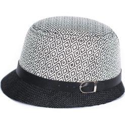 Kapelusz damski Eleganckie romby biały (cz17247). Białe kapelusze damskie marki Reserved. Za 40,31 zł.