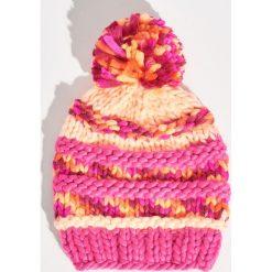 Czapka o grubym splocie z pomponem - Różowy. Czerwone czapki zimowe damskie Sinsay, ze splotem. Za 24,99 zł.