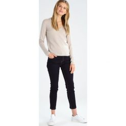 Swetry klasyczne damskie: FTC Cashmere PULLI V NECK Sweter dust