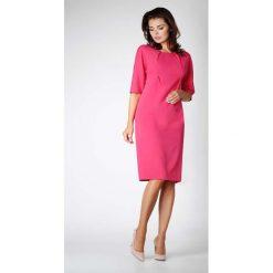 Różowa Elegancka Prosta Sukienka z Asymetrycznym Zapięciem. Czerwone sukienki asymetryczne marki Molly.pl, do pracy, l, biznesowe, z asymetrycznym kołnierzem, midi. W wyprzedaży za 119,88 zł.