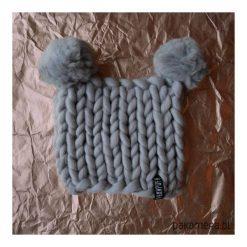 Zimowa, wełniana czapka z pomponami. Szare czapki damskie Pakamera, na zimę, z materiału. Za 175,00 zł.