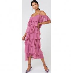 NA-KD Boho Sukienka midi z wycięciami na ramionach - Pink. Niebieskie sukienki boho marki NA-KD Boho, na imprezę, w koronkowe wzory, z koronki, na ramiączkach, mini. W wyprzedaży za 170,07 zł.