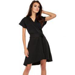 Sukienka z paskiem oll20. Brązowe sukienki balowe marki LaLa, s, w paski, z tkaniny, z kopertowym dekoltem, kopertowe. W wyprzedaży za 159,00 zł.
