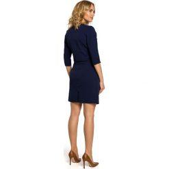 MELODY Sukienka kopertowa z dekoltem - granatowa. Niebieskie sukienki na komunię marki Moe, na imprezę, z kopertowym dekoltem, kopertowe. Za 169,90 zł.