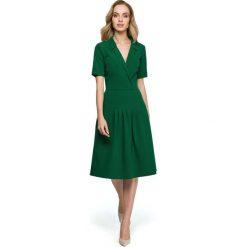 Zielona Elegancka Sukienka z Kopertowym Kołnierzem. Zielone sukienki balowe Molly.pl, l, z kopertowym dekoltem, z krótkim rękawem, mini, dopasowane. Za 135,90 zł.