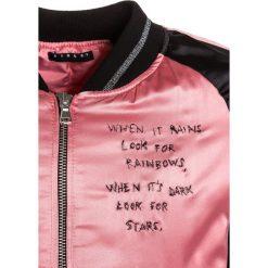 Sisley Kurtka Bomber rose. Czarne kurtki chłopięce marki Sisley, l. W wyprzedaży za 161,85 zł.