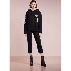 Bluzy damskie: Opening Ceremony SORORITY PATCH HOODIE Bluza z kapturem black