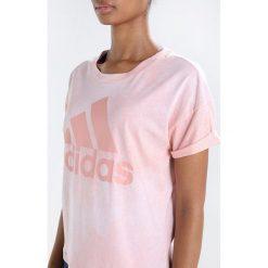Adidas Performance ESSENTIALS Tshirt z nadrukiem white/trace pink. Czerwone topy sportowe damskie marki adidas Performance, m. Za 129,00 zł.