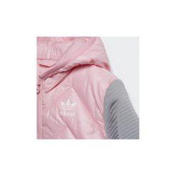 Kurtki pikowane Dziecko adidas  Kurtka Trefoil Midseason. Czerwone kurtki chłopięce marki Reserved, z kapturem. Za 299,00 zł.
