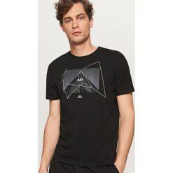 T-shirty męskie: T-shirt z oryginalną grafiką – Czarny