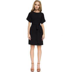 Sukienki balowe: Sukienka z wycięciami na plecach – czarna