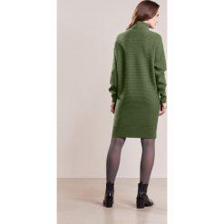 Sukienki dzianinowe: FTC Cashmere Sukienka dzianinowa dark moss