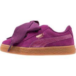 Puma SUEDE HEART SNK PS Tenisówki i Trampki dark purple. Fioletowe trampki chłopięce marki Puma, z materiału. W wyprzedaży za 188,30 zł.