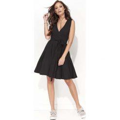 Sukienki: Czarna Rozkloszowana Kopertowa Sukienka do Kolan bez Rękawów