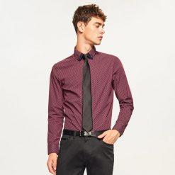 Koszula slim fit z mikroprintem - Bordowy. Czerwone koszule męskie slim marki Cropp, l. Za 69,99 zł.