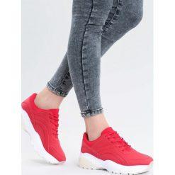 Czerwone Sneakersy Backyard. Czerwone sneakersy damskie marki KALENJI, z gumy. Za 89,99 zł.
