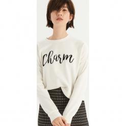 Bluza z połyskującym napisem - Kremowy. Białe bluzy damskie marki Sinsay, l, z napisami. Za 39,99 zł.