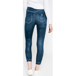 Guess Jeans - Jeansy. Niebieskie jeansy damskie rurki marki Guess Jeans, z bawełny, z podwyższonym stanem. W wyprzedaży za 499,90 zł.