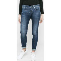 Guess Jeans - Jeansy Jegging. Szare jeansy damskie marki Guess Jeans, na co dzień, l, z aplikacjami, z bawełny, casualowe, z okrągłym kołnierzem, mini, dopasowane. W wyprzedaży za 359,90 zł.