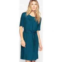 Sukienki hiszpanki: Lejąca sukienka worek