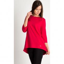Malinowa bluzka koło z kokardą na plecach QUIOSQUE. Różowe bluzki asymetryczne QUIOSQUE, z dzianiny, biznesowe, z dekoltem na plecach. W wyprzedaży za 99,99 zł.