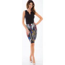 Olówkowa spódnica w kolorowe wzory TA6181. Szare spódniczki ołówkowe Fasardi, l, w kolorowe wzory. Za 29,00 zł.