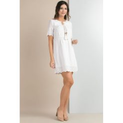 Sukienki: Romantyczna sukienka z troczkami