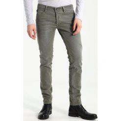 Le Temps Des Cerises Jeansy Slim Fit khaki. Brązowe jeansy męskie Le Temps Des Cerises, z bawełny. W wyprzedaży za 375,20 zł.