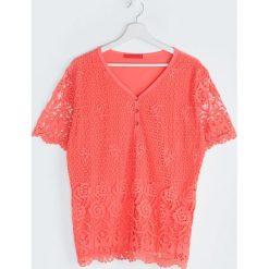 Koralowa Bluzka Of The Heart. Pomarańczowe bluzki koronkowe Born2be, l, z dekoltem w serek, z krótkim rękawem. Za 49,99 zł.