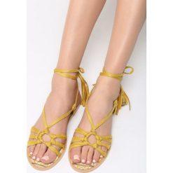 Żółte Sandały Petite Fleur. Żółte sandały damskie vices, na płaskiej podeszwie. Za 74,99 zł.