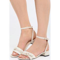 Jasnobeżowe Sandały Prejudiced. Brązowe sandały damskie na słupku marki Born2be, z materiału, na wysokim obcasie. Za 69,99 zł.