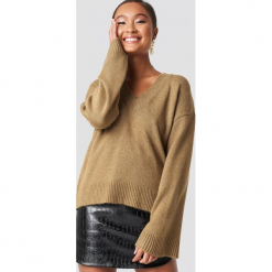 XLE the Label Sweter Erin - Brown. Brązowe swetry klasyczne damskie XLE the Label, z materiału. Za 166,95 zł.