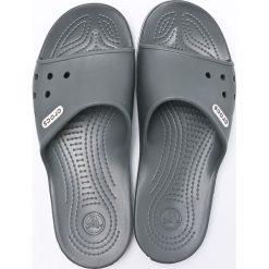 Crocs - Klapki. Szare klapki męskie marki Crocs, z materiału. W wyprzedaży za 169,90 zł.