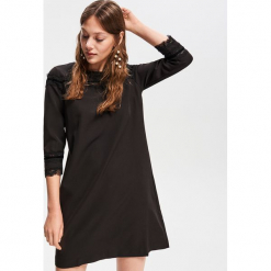 Sukienka z koronkową aplikacją - Czarny. Białe sukienki koronkowe marki Reserved, l. Za 79,99 zł.