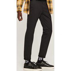 Chinosy męskie: Spodnie chino – Czarny