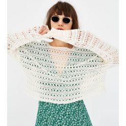 Swetry klasyczne damskie: Szydełkowy sweter z długim rękawem