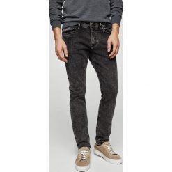 Mango Man - Jeansy Jude2. Szare jeansy męskie skinny marki Mango Man, z bawełny. W wyprzedaży za 99,90 zł.