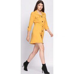 Żółta Sukienka Currently. Żółte sukienki marki Born2be, m, z koszulowym kołnierzykiem, koszulowe. Za 74,99 zł.