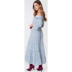 Debiflue x NA-KD Długa sukienka z odkrytymi ramionami - Blue,Multicolor. Niebieskie długie sukienki marki Reserved, z odkrytymi ramionami. Za 202,95 zł.