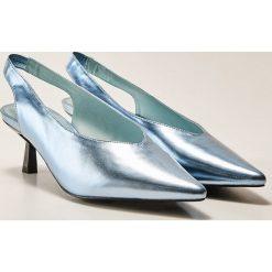 Buty ślubne damskie: Metaliczne czółenka - Niebieski