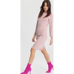 Różowa Sukienka Bridge Over Water. Różowe sukienki mini marki numoco, l, z dekoltem w łódkę, oversize. Za 79,99 zł.