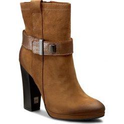 Botki CARINII - B3795 I44-000-PSK-B87. Brązowe buty zimowe damskie Carinii, z materiału, na obcasie. W wyprzedaży za 299,00 zł.