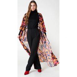 NA-KD Boho Szyfonowa sukienka płaszczowa - Orange,Multicolor. Niebieskie długie sukienki marki NA-KD Boho, na imprezę, w koronkowe wzory, z koronki, boho, na ramiączkach. Za 60,95 zł.