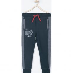 Spodnie. Niebieskie chinosy chłopięce COOL, z nadrukiem, z bawełny. Za 69,90 zł.