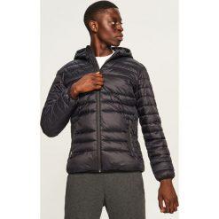 Pikowana kurtka z kapturem - Czarny. Czarne kurtki męskie pikowane marki Reserved, l, z kapturem. Za 169,99 zł.