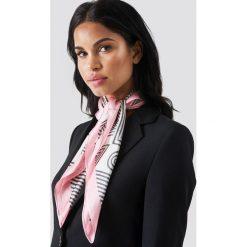 Chusty damskie: Trendyol Chusta w graficzne wzory - Pink,Beige