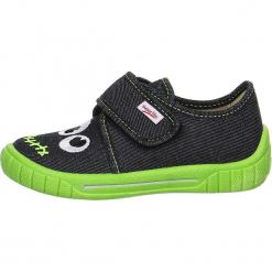 """Kapcie """"Bill"""" w kolorze zielono-czarnym. Niebieskie kapcie chłopięce marki geox kids, z gumy. W wyprzedaży za 67,95 zł."""