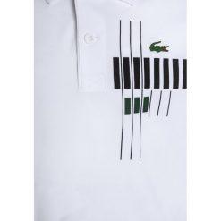 Lacoste Sport TENNIS Koszulka sportowa white/ocean/black/green. Białe t-shirty chłopięce Lacoste Sport, z materiału. W wyprzedaży za 231,20 zł.